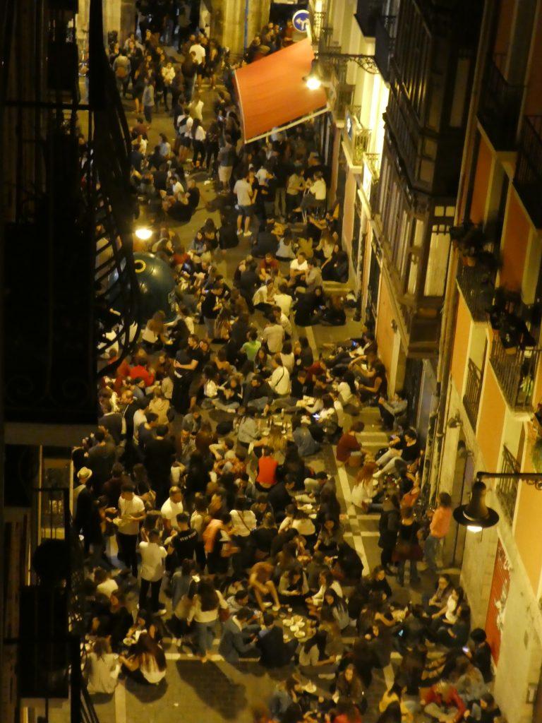 Nabarreriako aire libreko taberna/El bar al aire libre de Navarrería