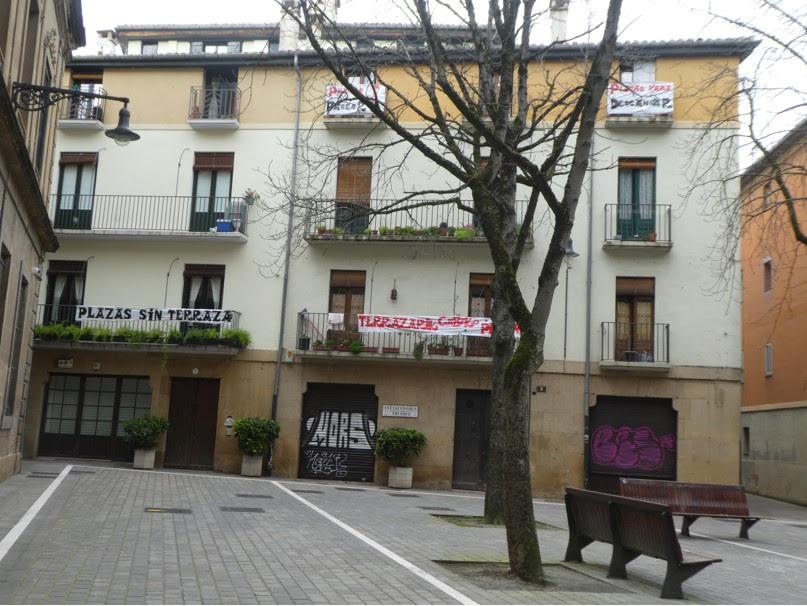 Auzokideok borrokan/Vecindario en lucha Terrazarik gabeko plazak/Plazas sin terrazas